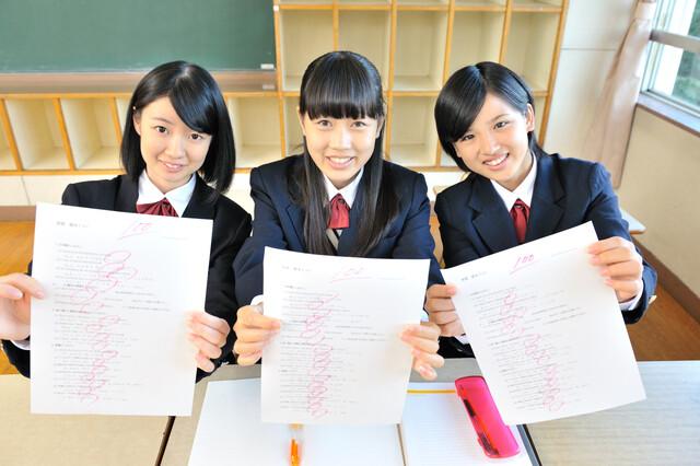 テストで満点を取った中学生