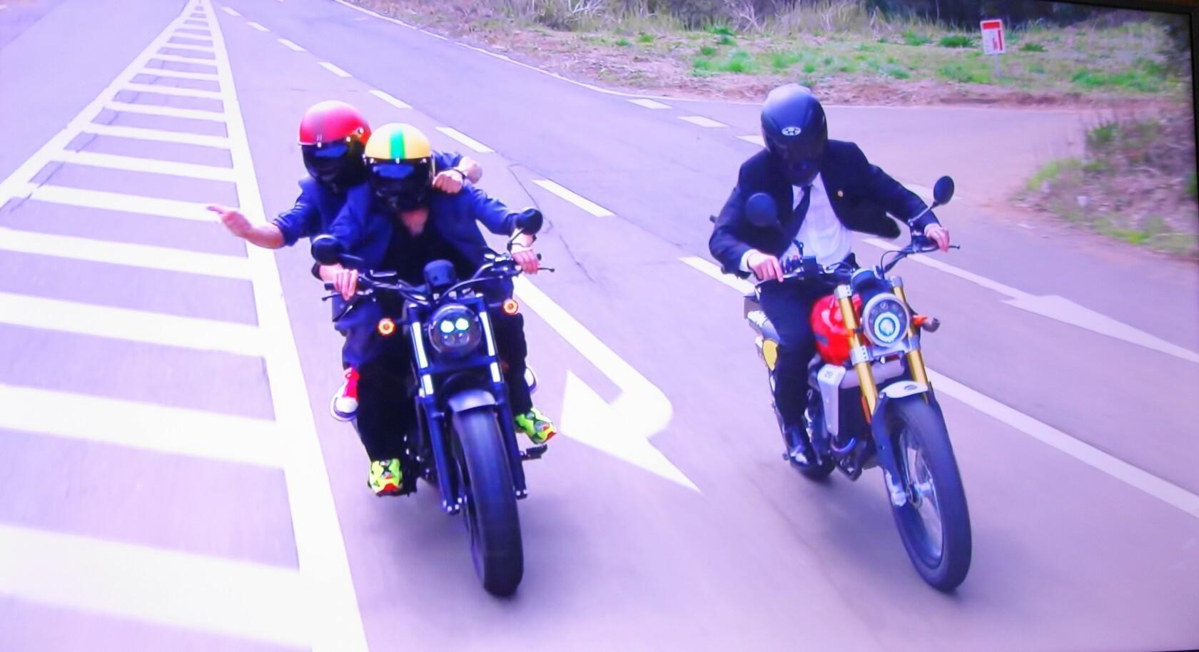 桜木建二がバイクに乗るシーン