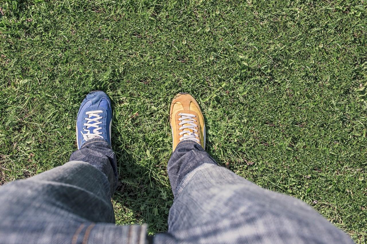 色の違う片方ずつの靴