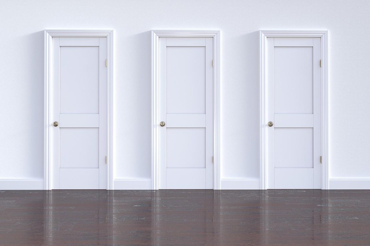 どのドアを開けるか選択が求められる